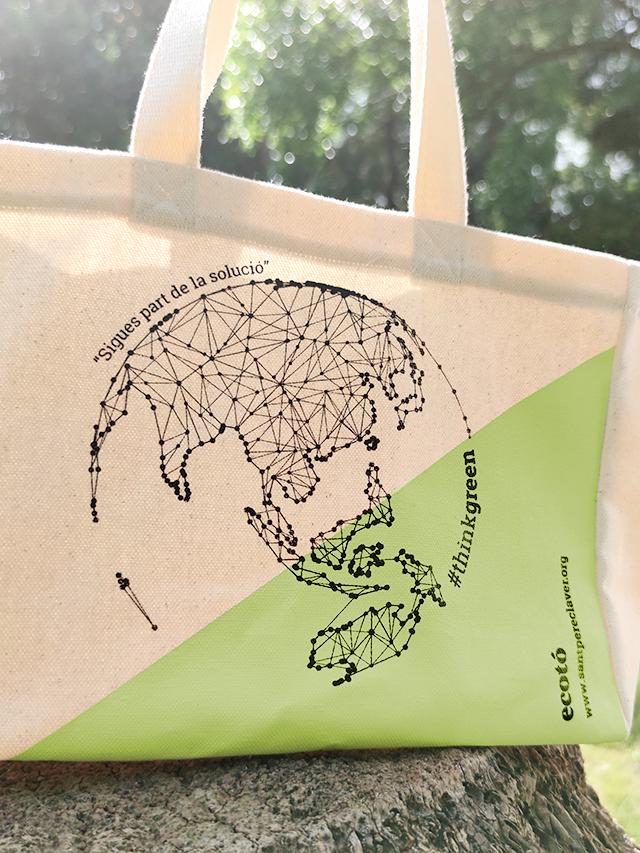 Producte dissenyat i confeccionat al barri del Raval de Barcelona per persones en situació de vulnerabilitat. CET Estel Tàpia